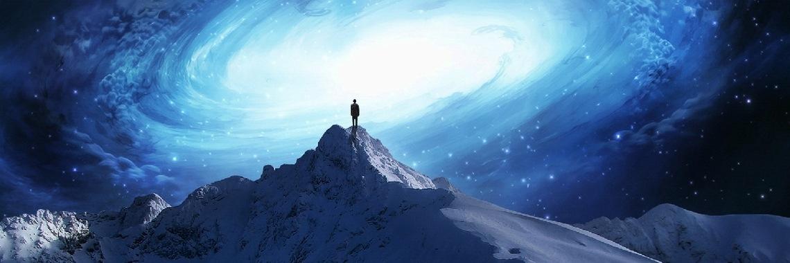 Afbeelding met sneeuw, natuur, berg, nachthemel Automatisch gegenereerde beschrijving